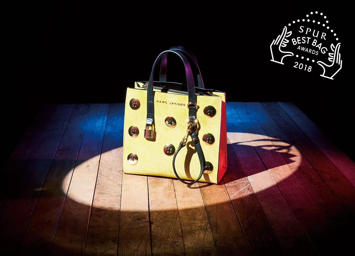 バッグ〈H20.5×W23×D10〉(ストラップつき)¥79,000/マーク ジェイコブス カスタマーセンター(マーク ジェイコブス)