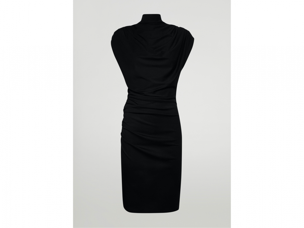 Moat Dress ¥53,900(※先行発売アイテム)/ウォルフォード