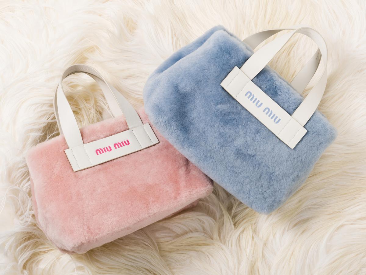 ハンドバッグ価格: ¥173,000サイズ: H20×W28×D15 cm素材: シープファー、カーフカラー: ピンク×ホワイト(左)、ライトブルー×ホワイト(右)