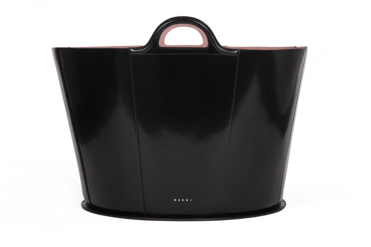 「トロピカリア・バッグ」ブラック(L64×H37×W43cm)¥298,000/マルニ 表参道