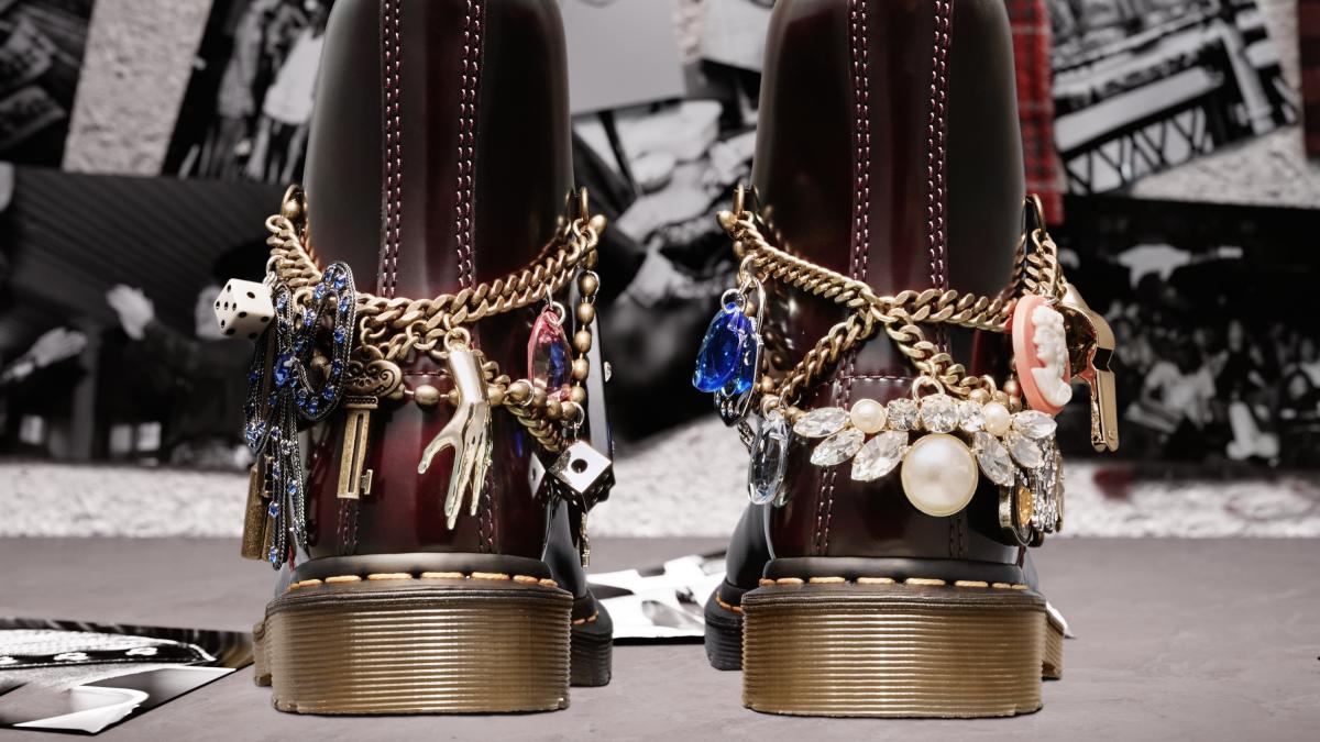 1460 MARC JACOBS 8 EYE BOOTS ¥34,000/ドクターマーチン・エアウエア ジャパン(ドクターマーチン × マークジェイコブス)