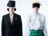 トーガ プルラが帽子ブランド、キジマ タカユキとのユニークなコラボレーションを発表!