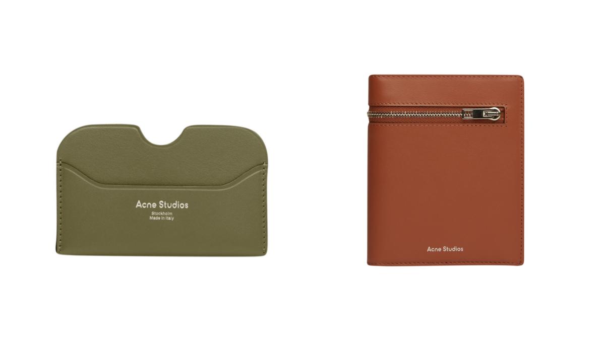 (左より)カードホルダー(H10.2×W6.5×D0.3cm)¥12,000 、 トリフォールド ジップウォレット(H11×W13.5×D1.5cm)¥43,000/ アクネ ストゥディオズ アオヤマ