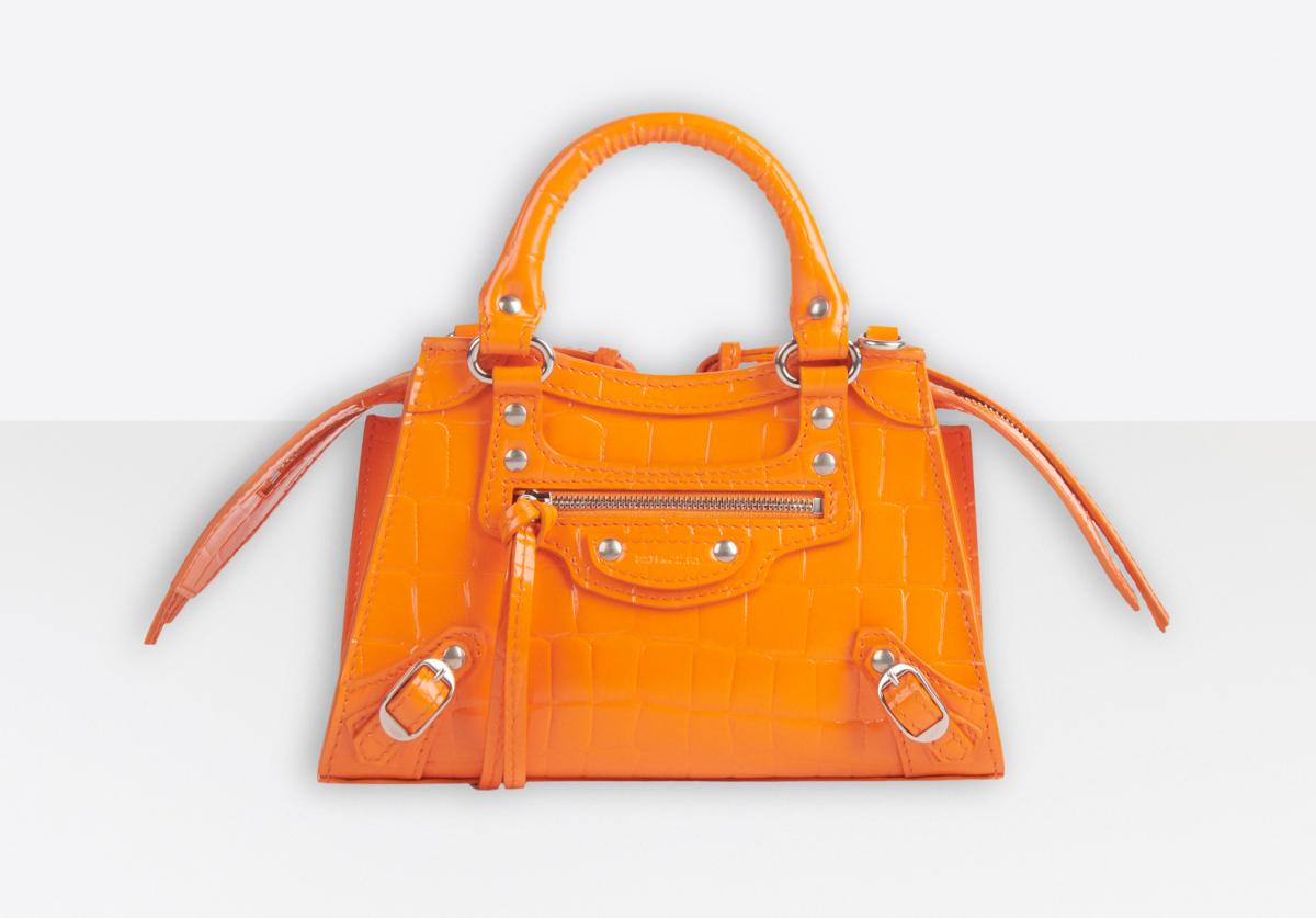 NEO CLASSIC NANO TOP HANDLE BAG(W18×H13×D9cm)¥164,000(オレンジ)/バレンシアガジャパン