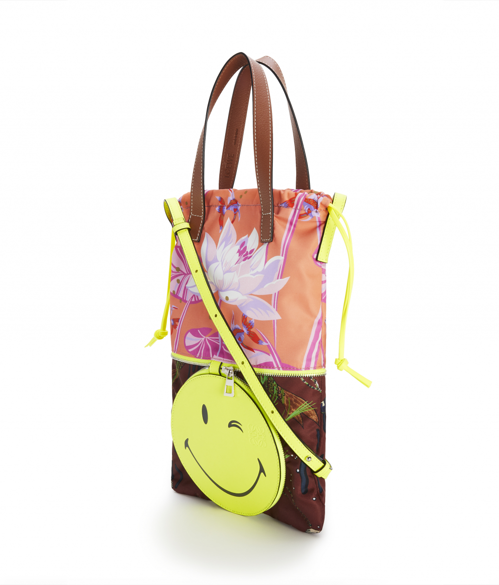 DOUBLE TOTE SMILEY WINK S BAG(W24.5×H37.5×D2cm)¥101,000 ※日本限定/ロエベ ジャパン クライアントサービス LOEWE Paula's 2020 featuring SmileyWorld®