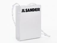 ジル・サンダーの表参道店が新しくオープン! ロゴ入りの限定バッグ「タングル スモール」が登場