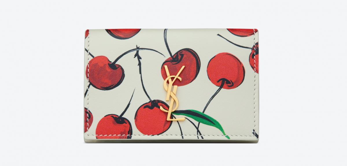 ORIGAMI TINY WALLET(H7×W9.5×D3cm)¥59,000 ※日本限定/サンローラン クライアントサービス