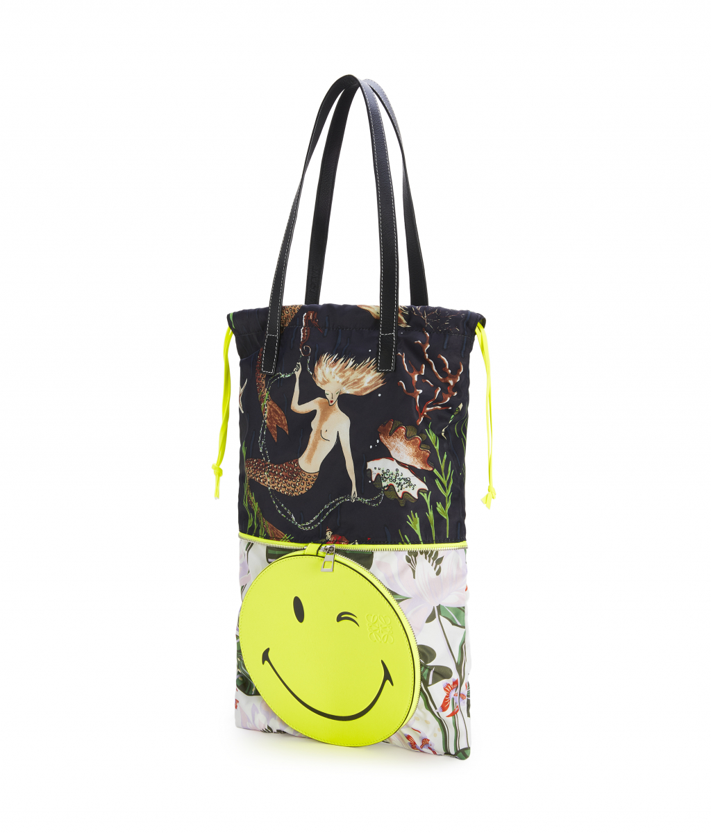 DOUBLE TOTE SMILEY WINK BAG(W32×H47×D3cm)¥112,000 ※日本限定/ロエベ ジャパン クライアントサービス LOEWE Paula's 2020 featuring SmileyWorld®
