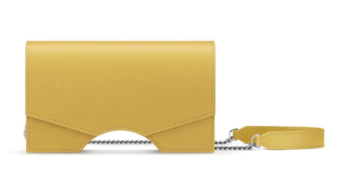 クラッチバッグ「アーチィ シグネチャー モデルノ クラッチバッグ S」(マスタード)H12×W 20×D 3cm ¥120,000