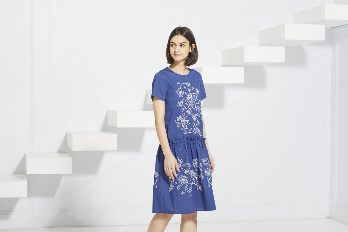 刺繍ドレス ¥49,000/ヴィヴィアン タム