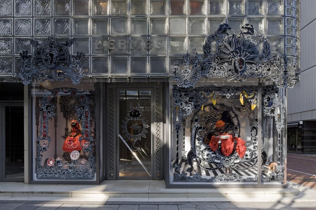 ニコラ・ビュフ「赤ずきんのカレちゃん」2010年© Satoshi Asakawa / Courtesy of Hermès Japon