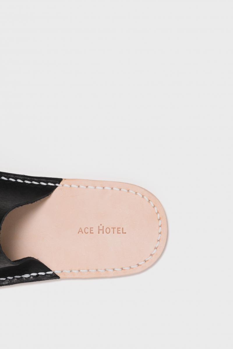 Ace Hotel×Hender Scheme Leather Slippers(ブラック)¥12,000円/エンダースキーマ