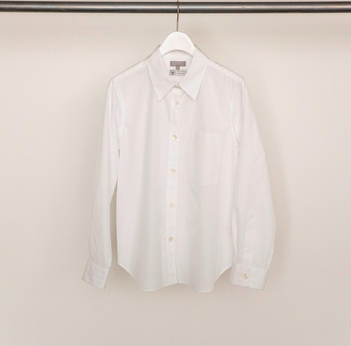 REGULAR SHIRT ¥59,000、COLLARLESS SHIRT ¥59,000 ※神南店・オンラインストア限定/アングローバル(マーガレット・ハウエル)