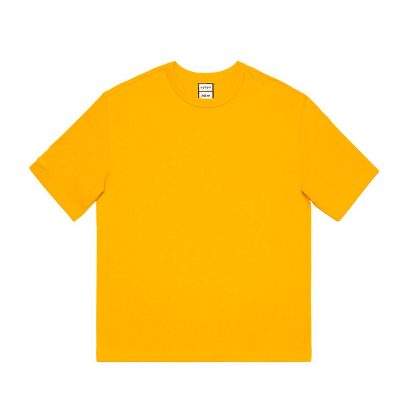 Tシャツ ¥2,499/H&M カスタマーサービス