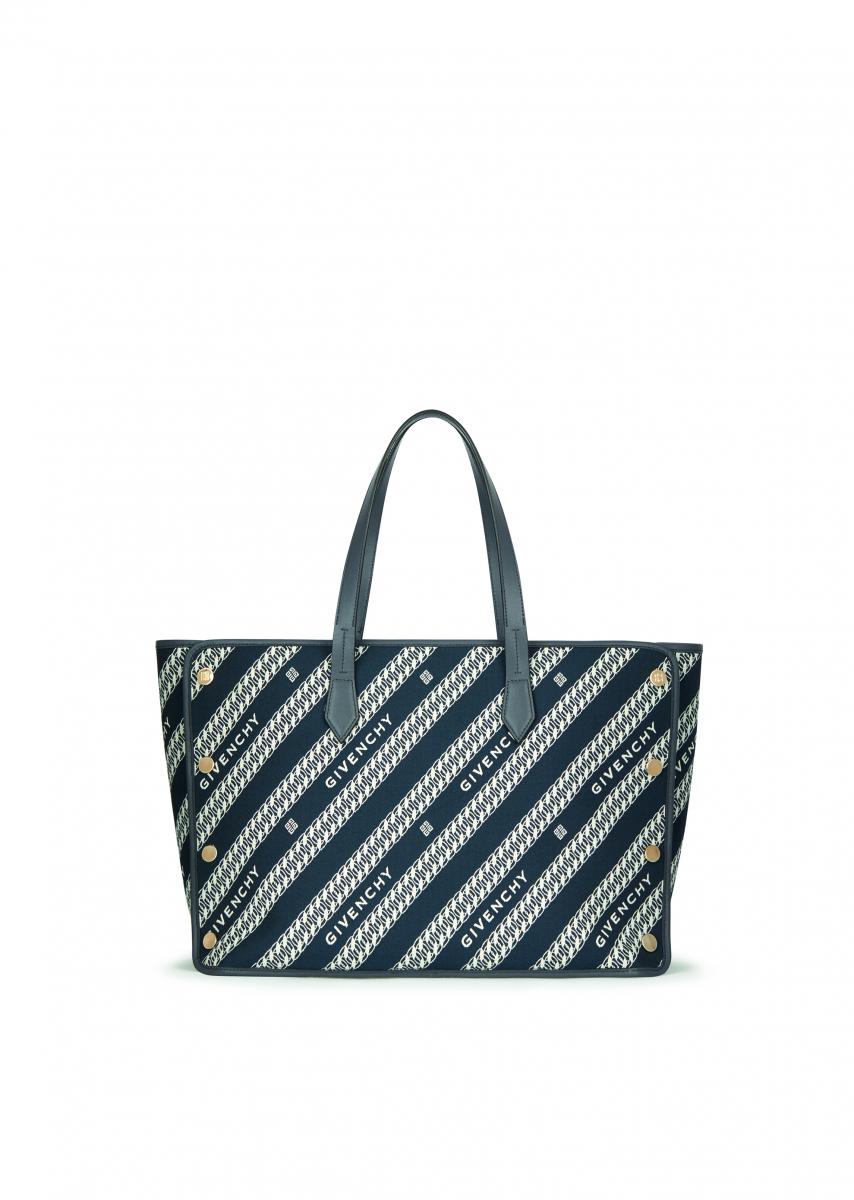 「ボンド」ミディアム(W51×H17×D30cm)オイルブルー ¥195,000/ジバンシィ表参道店