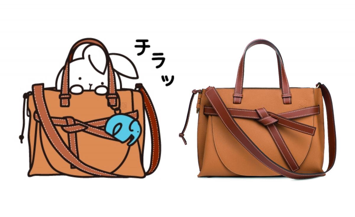 (右)モチーフとなったアイテム:ゲートトップハンドルスモールバッグ ¥222,480/ロエベ ジャパン カスタマーサービス