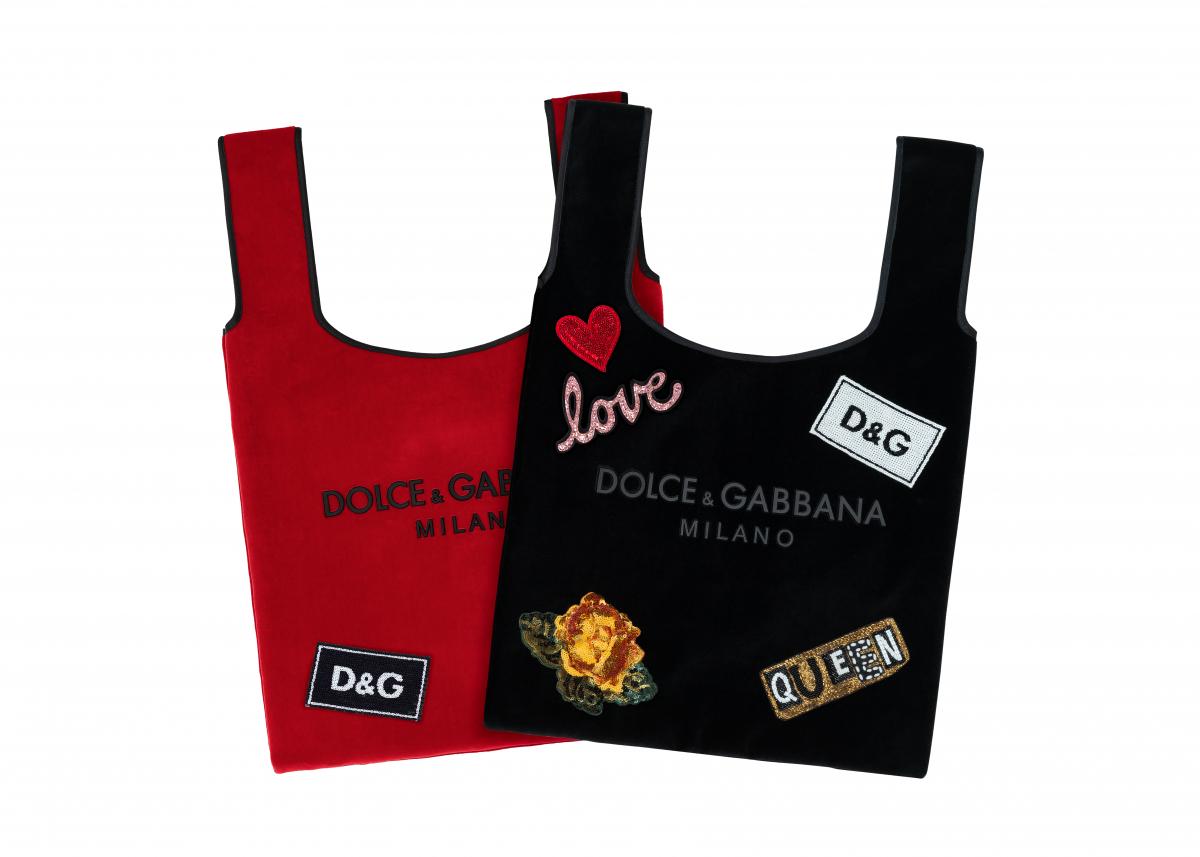 マーケット バッグ 各¥55,000(レッド、ブラック、ブルー、ピンクの4色展開)パッチ ¥8,100〜 ©DOLCE&GABBANA