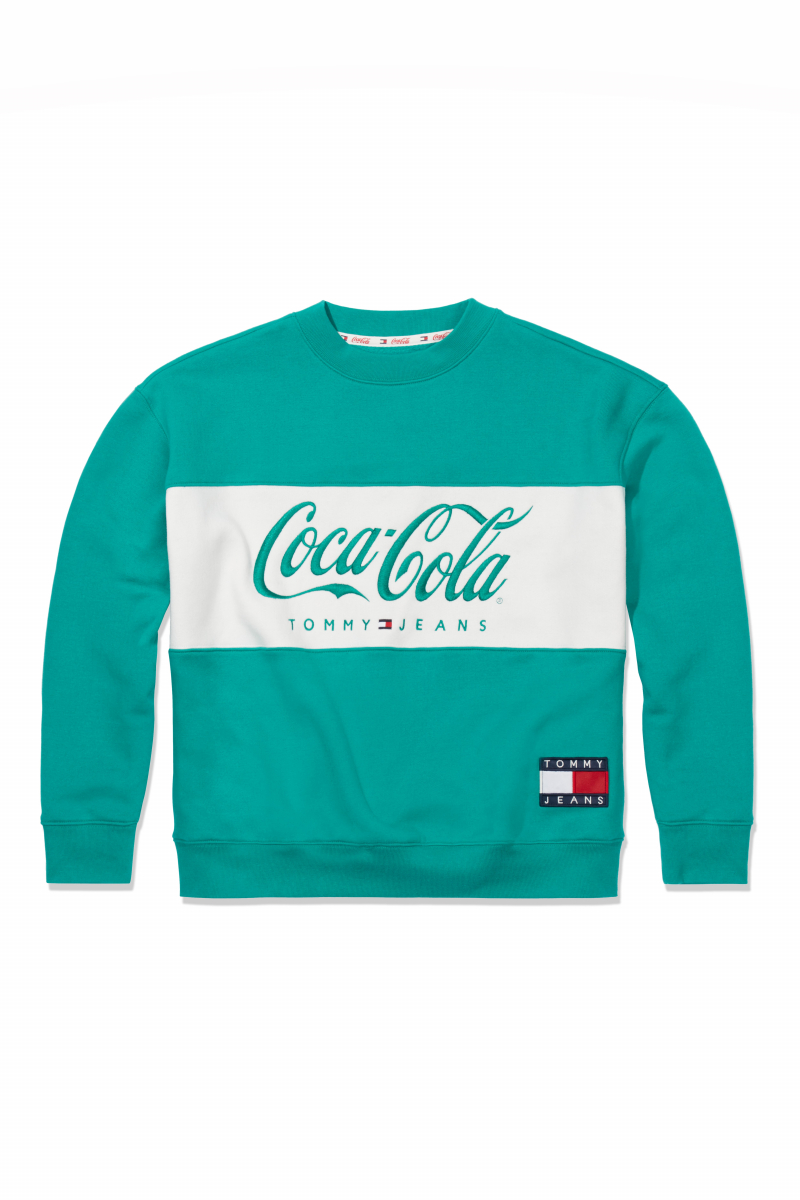 TOMMY X COCA COLA CREW ¥16,000/トミー ヒルフィガー カスタマーサービス(トミー ジーンズコカ•コーラ)
