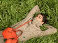 キャンペーンヴィジュアルに森星が登場! トリー バーチの新作バッグ「ペリー サッチェル」