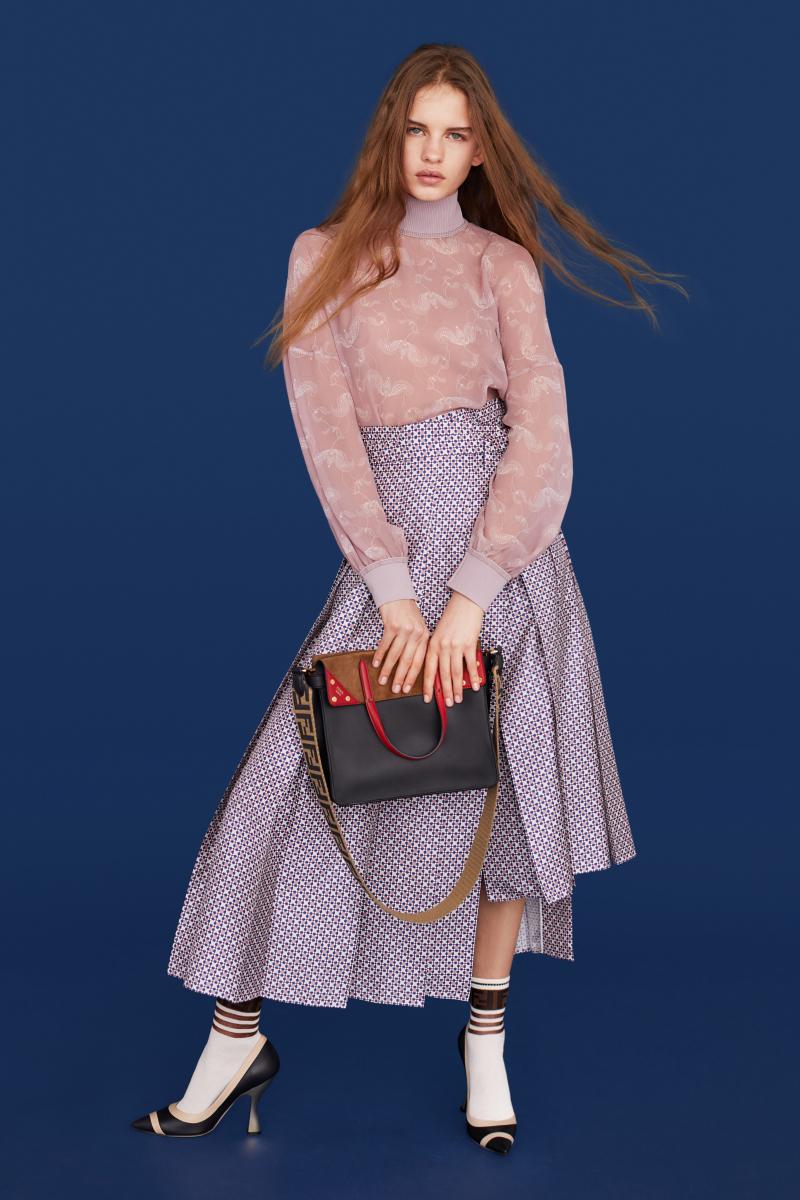 バッグ「フェンディ フリップ」ラージ(H23.5×W30×D13cm)¥287,000/フェンディジャパン
