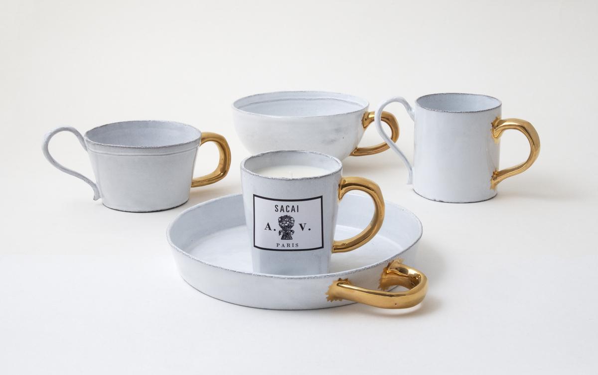 sacai x Astier de Villatte  Price: Mug ¥30,000 / Cup ¥30,000 / Bowl ¥20,000 / Circle Dish ¥20,000 / Scented Candle ¥30,000 / Tea Pot ¥60,000/サカイ