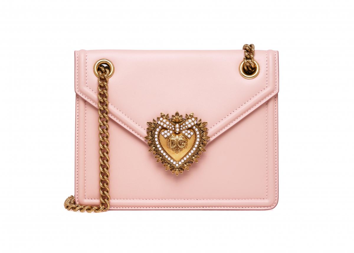 「ディヴォーション バッグ」日本限定カラー ミディアムサイズ(スムースカーフ)¥159,000〈W20.5×H15.5×D4cm〉/ドルチェ&ガッバーナ ©Dolce&Gabbana