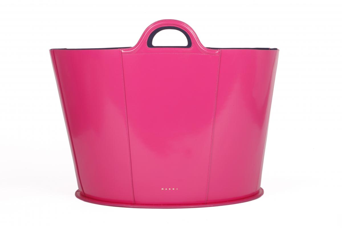 「トロピカリア・バッグ」ピンク(L38×H20×W23cm)¥168,000/マルニ 表参道