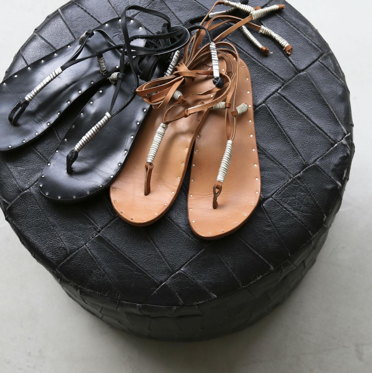 サンダル各¥39,000(ビーク)/エーピー ストゥディオ ニュウマン シンジュク