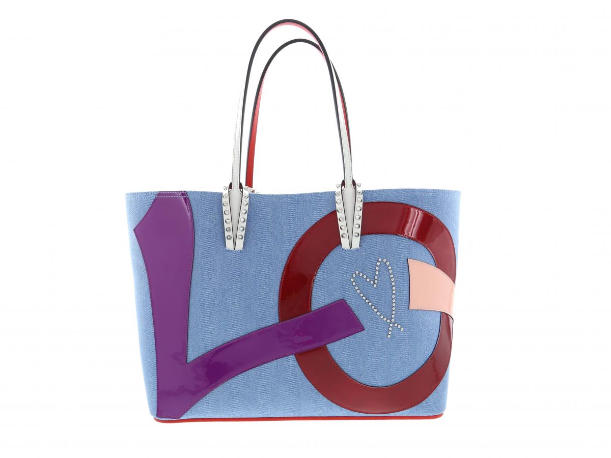 バッグ「CABATA LOVE DENIM」¥189,000/クリスチャン ルブタン ジャパン(クリスチャン ルブタン)
