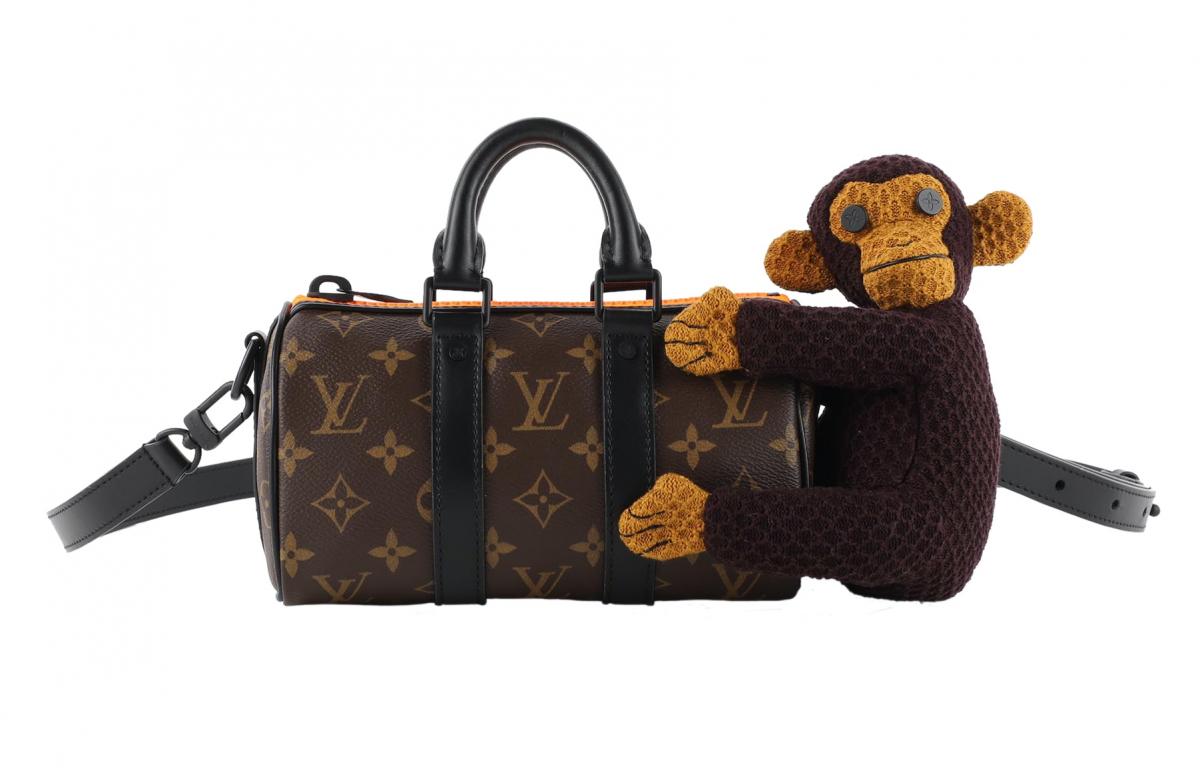 バッグ ¥324,000、ブルゾン 参考商品、トラウザー 参考商品(すべてメンズ)/ルイ・ヴィトンクライアントサービス