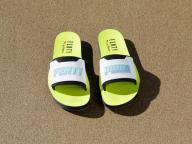 フェンティ プーマ バイ リアーナがネオンカラーのサンダル「FENTY Surf Slide」を発売