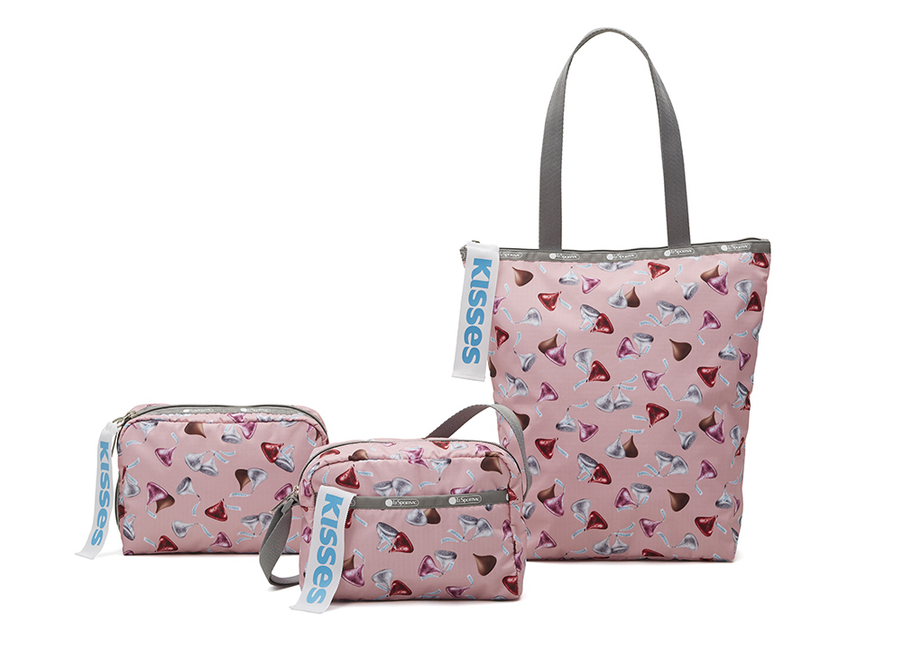 Daniella Crossbody(H18×W21×D8cm)¥8,000 Extra Large Rectangular Cosmetic(H18×W22×D8cm)¥5,800