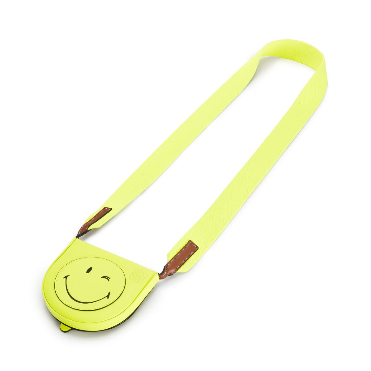 HEEL POUCH SMALL SMILEY WINK(H15×W17.5×D4.5cm)¥68,000 ※日本限定/ロエベ ジャパン クライアントサービス LOEWEPaula's 2020 featuring SmileyWorld®
