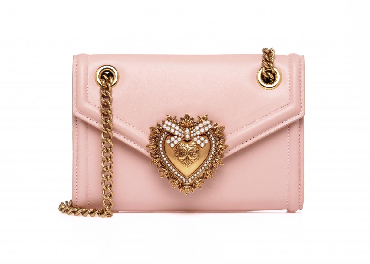 「ディヴォーション バッグ」日本限定カラー  ミニサイズ ¥125,000〈W17.5×H11.5×D3cm〉/ドルチェ&ガッバーナ ©Dolce&Gabbana