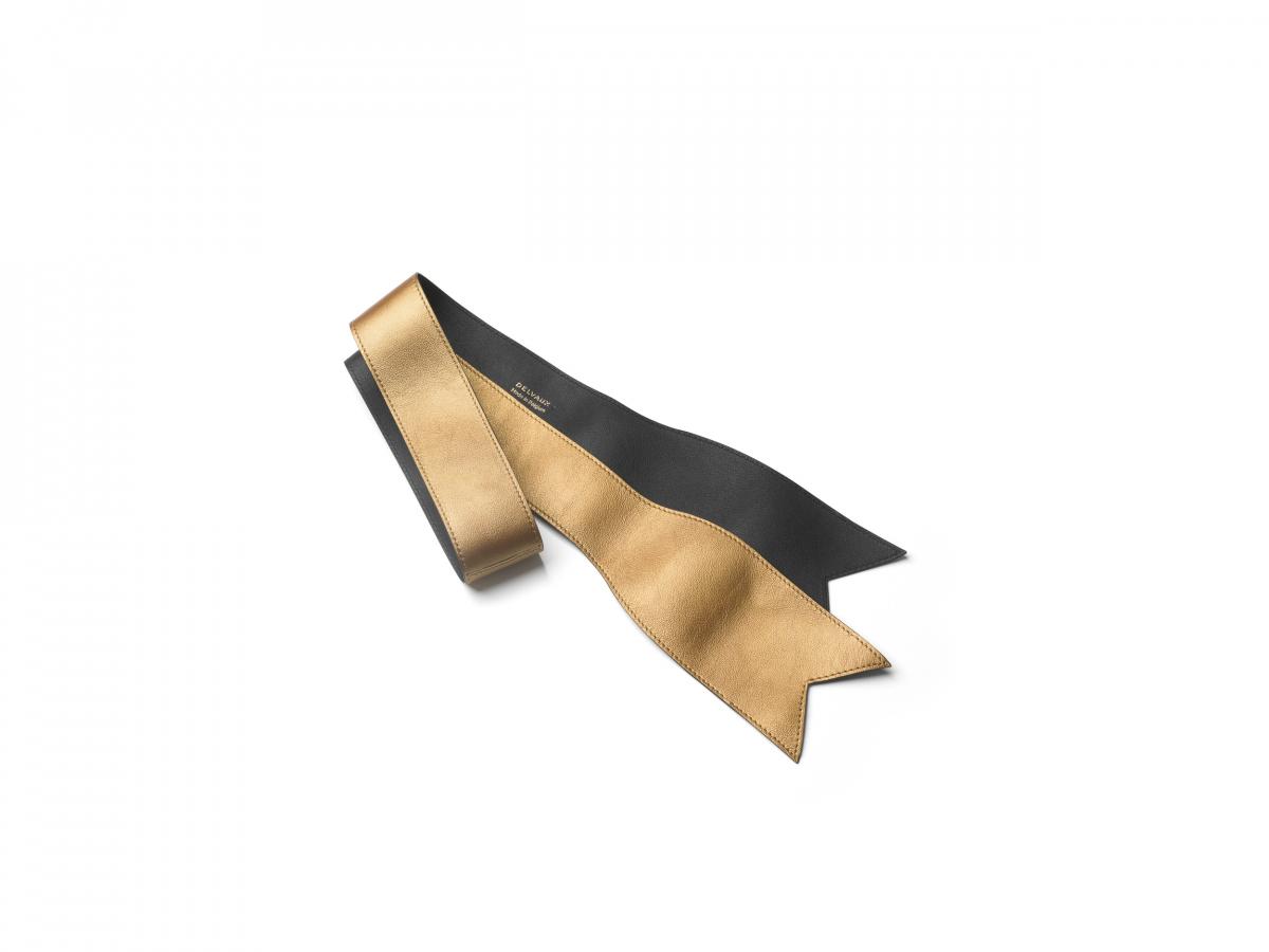 Handle Ribbon Ruban(W6.5×L92cm)¥44,000/デルヴォー・ジャパン