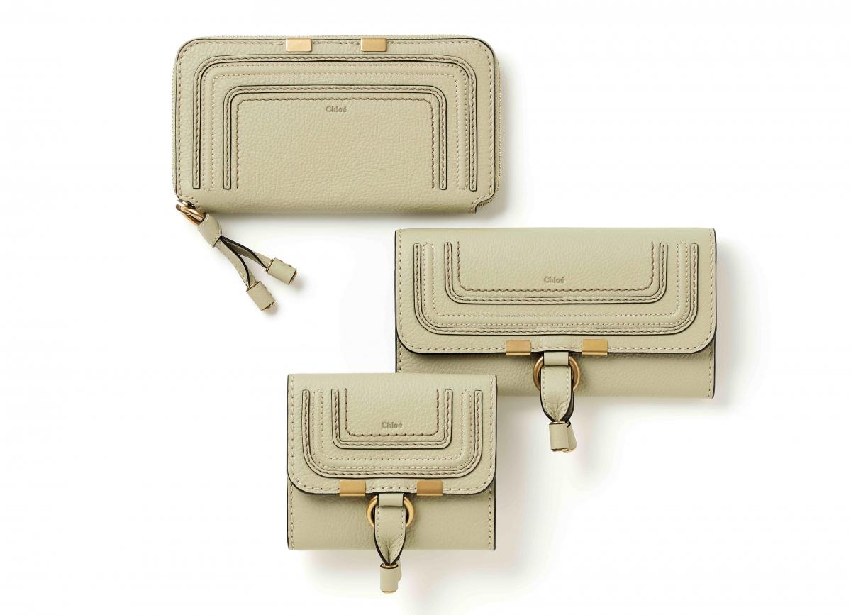 (上から)Long zipped wallet(H10.5×W19cm)¥66,000、Long flap wallet(H10×W19cm)¥63,000、square flap wallet(H11×W11cm)¥56,000(すべてライトユーカリプタス)/クロエ カスタマーリレーションズ