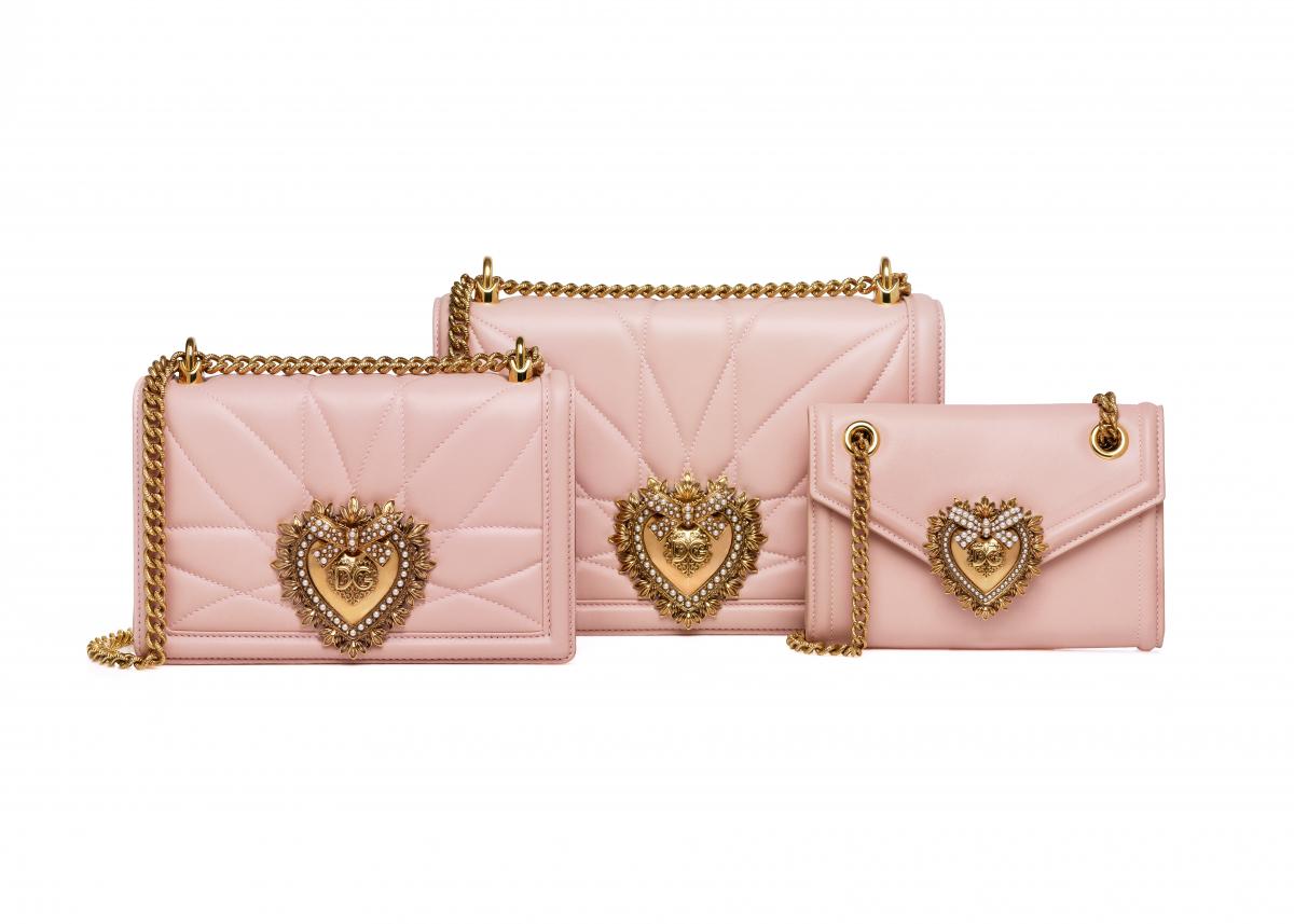 「ディヴォーション バッグ」日本限定カラー (左から)ミディアムサイズ(マトラッセ)¥215,000、 ラージサイズ(チェーン)¥249,000 ※伊勢丹新宿店限定発売、ミニサイズ ¥125,000/ドルチェ&ガッバーナ ©Dolce&Gabbana