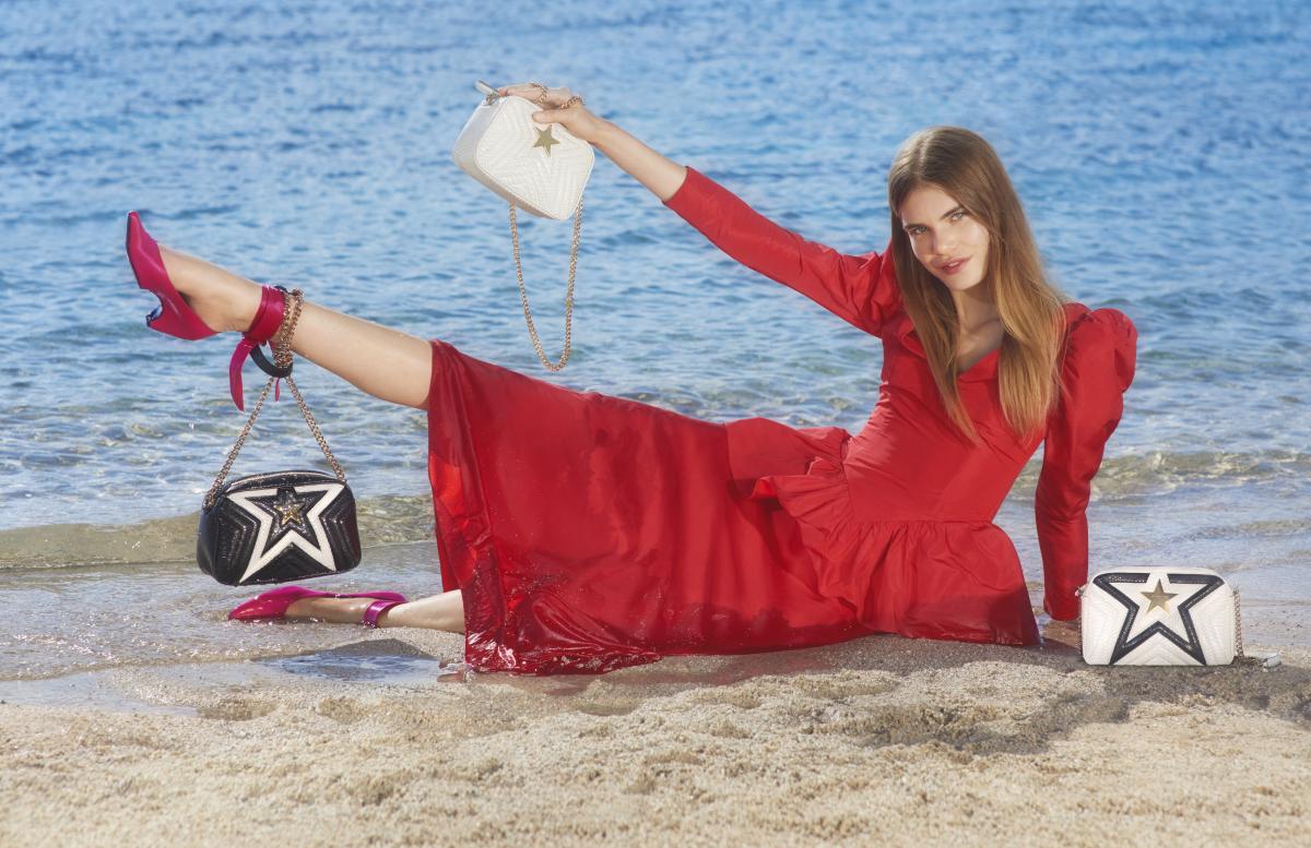 バッグ「ステラ スター オルタ―スネイク スモール ミニショルダー」各¥116,000 ドレス¥369,000