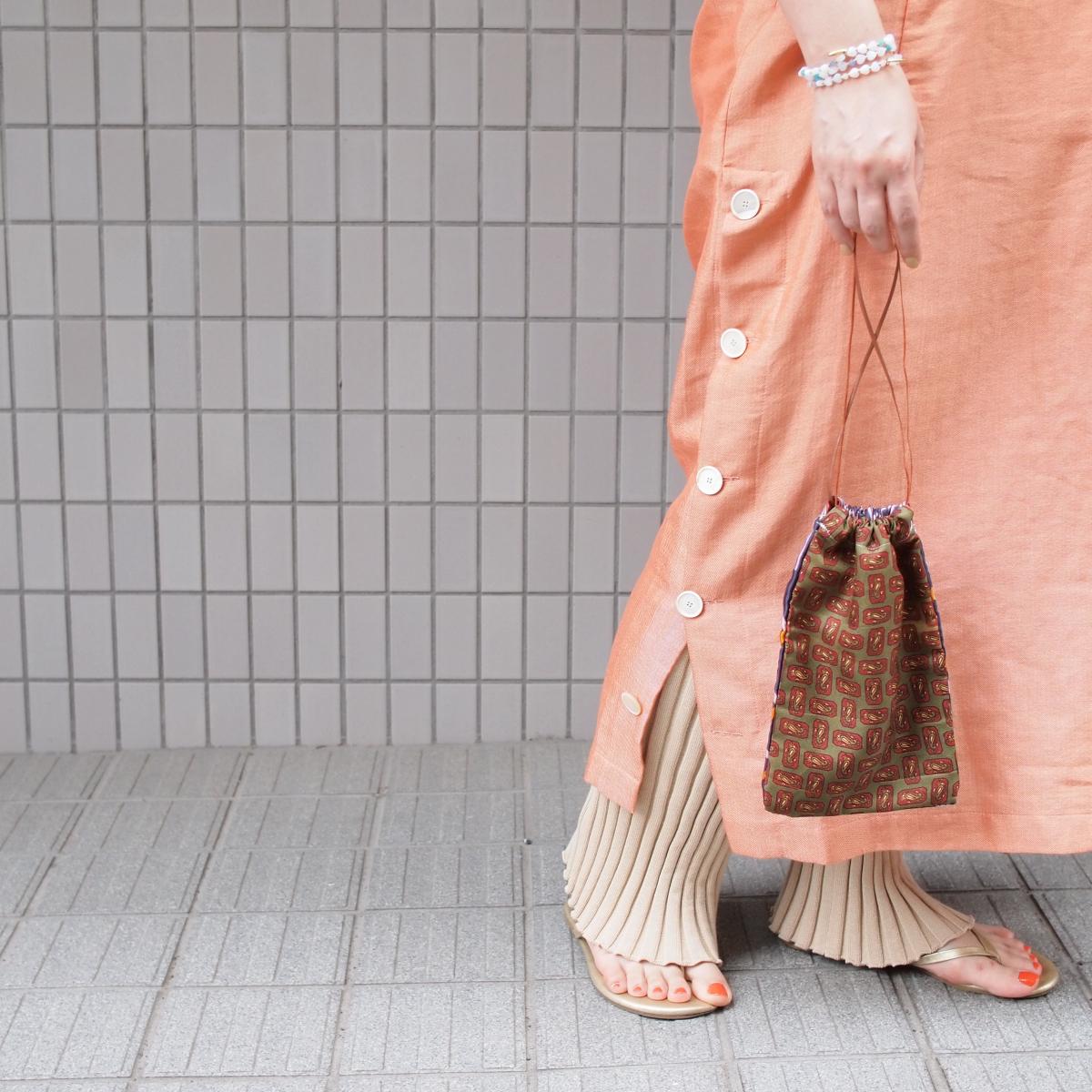 巾着型ポーチ ¥3,000、ブレスレット ¥2,000(送料無料。数量限定のため、無くなり次第終了)/アトリエダブリュ(アデル ビジュー)