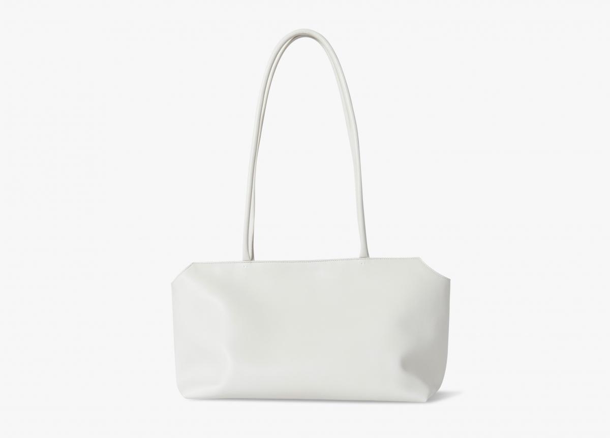 TERRASSE BAG(サイズH×W×Dcm?)¥334,400/ザ・ロウ・ジャパン