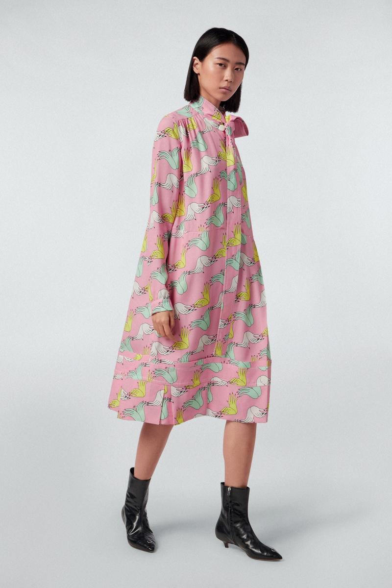 ドレス ¥295,000/マルニジャパン