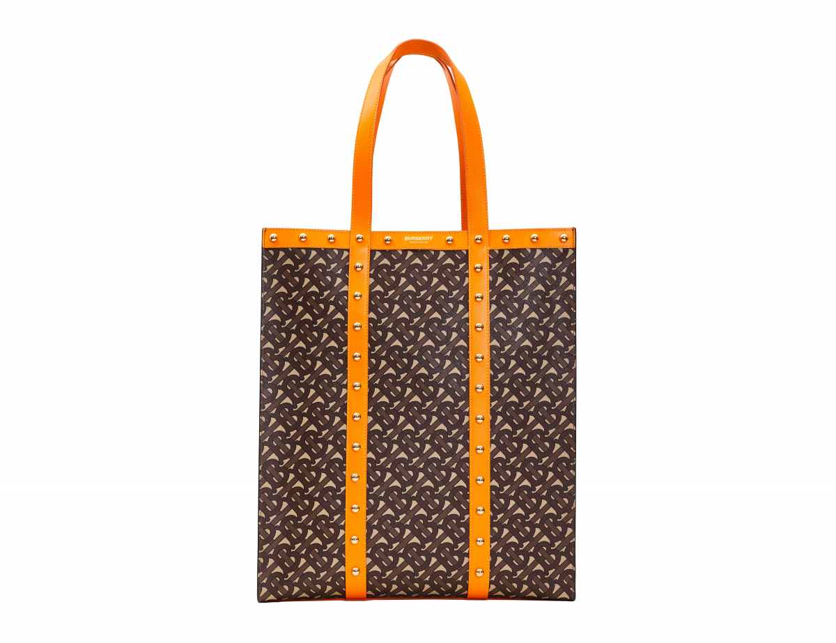 バッグ「BOOK TOTE」(H40×W34×D16cm)¥190,000 ※伊勢丹新宿店限定カラー/バーバリー・ジャパン