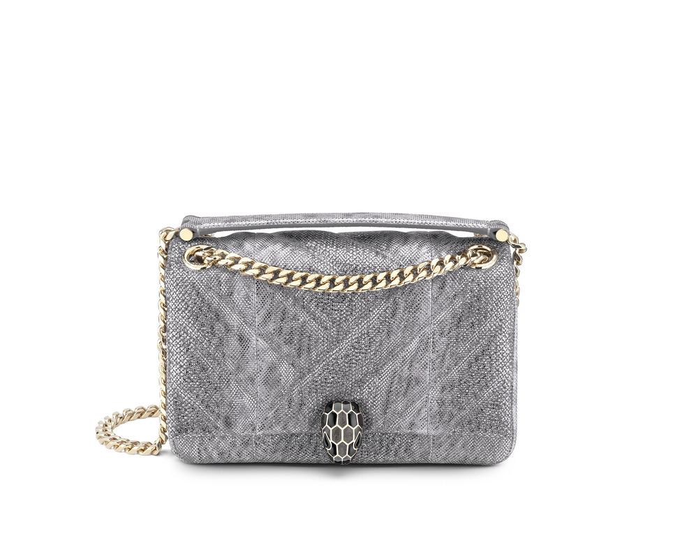 「セルペンティ」バッグ チャコールダイヤモンド〈W22.5×H15×D10cm〉¥290,000/ブルガリ ジャパン
