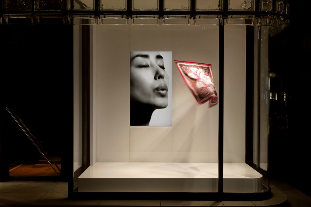 吉岡徳仁「吐息」2004年/2009年© Satoshi Asakawa / Courtesy of Hermès Japon