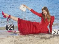 ステラ マッカートニーがキャンペーンビジュアルとともに、「ステラ スター」の夏の新作を公開