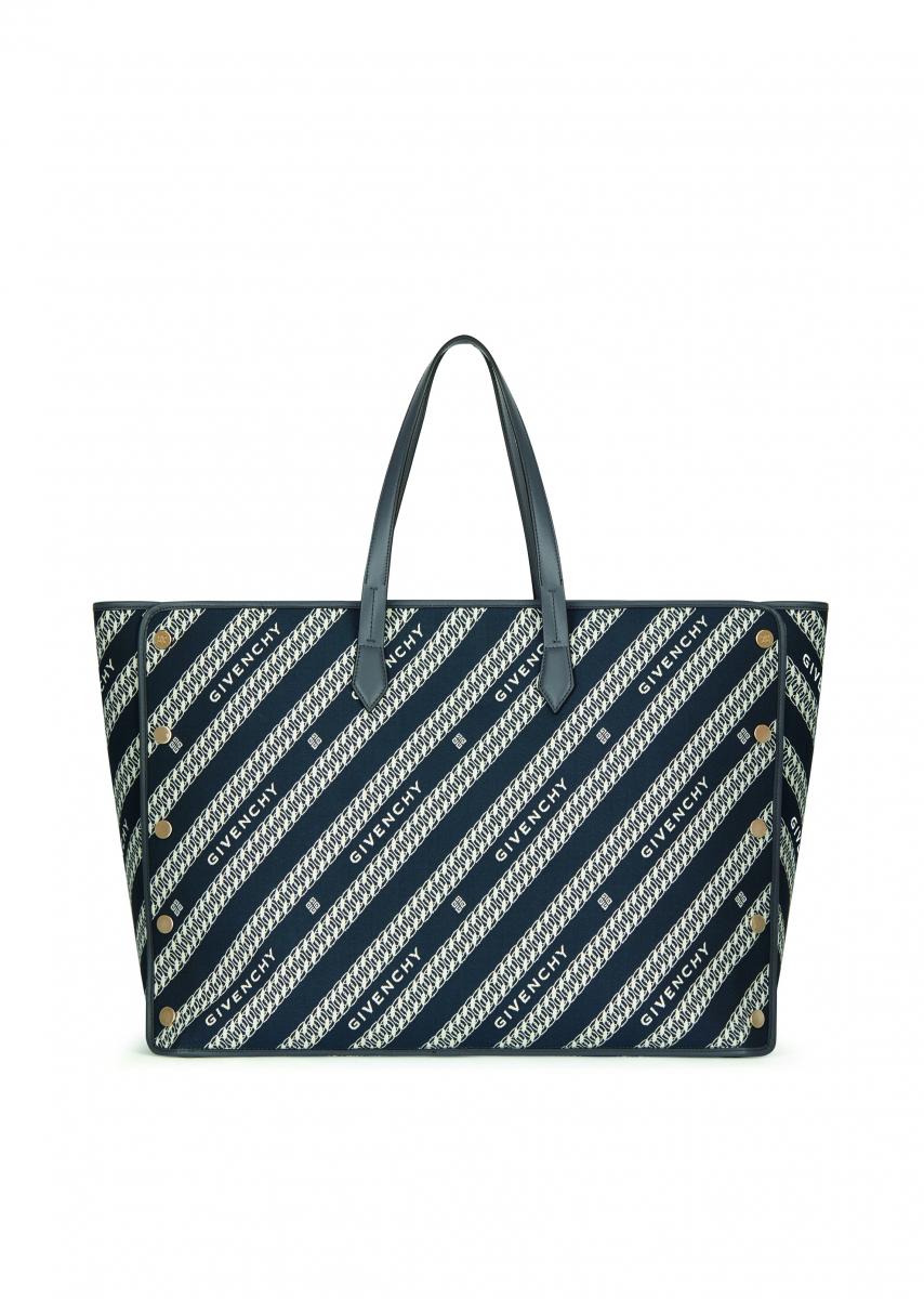 「ボンド」ラージ(W63×H20×D37cm)オイルブルー ¥235,000/ジバンシィ表参道店
