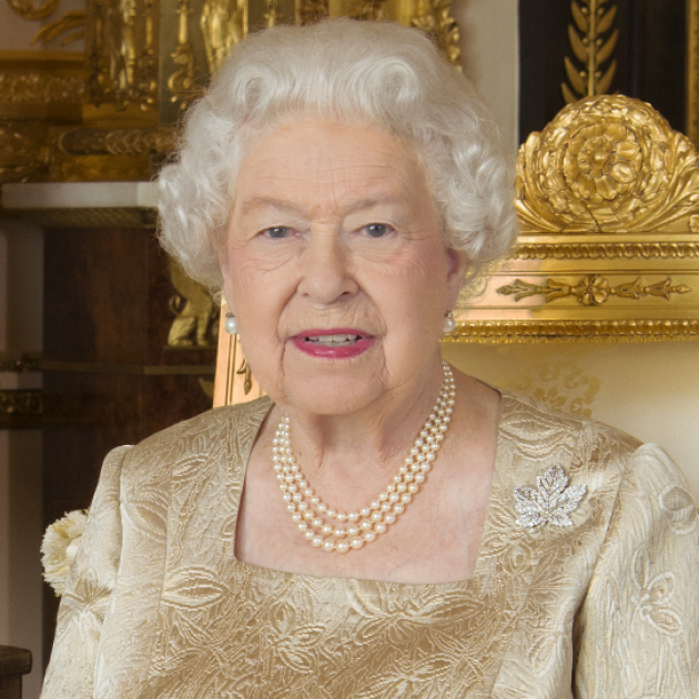 リアル女王様っぷりを炸裂? エリザベス女王が甥っ子に思いっきりビンタ!
