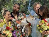 エミリー・ラタコウスキーの愛犬が結婚! 自宅のバルコニーでほのぼのウェディングを開催