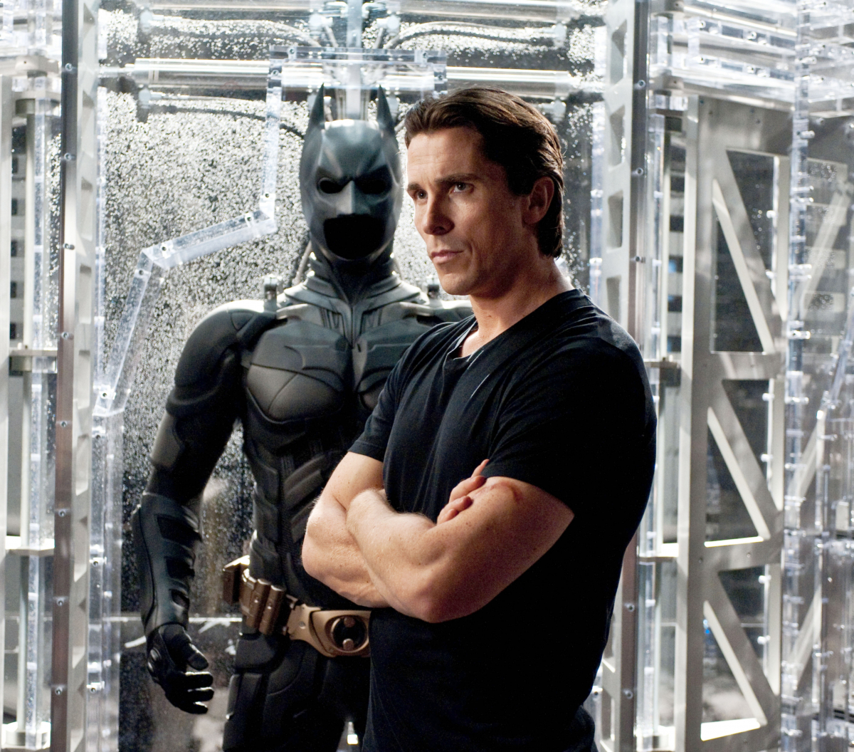 『バットマン』シリーズで主役に抜擢されたクリスチャン・ベール(45)。他作品の役づくりで30キロも体重を落としていたクリスチャンは、筋トレとともに半年間で45キロも体重を増やしたという。強靭な肉体で臨んだヒーロー役は、今も「歴代で一番」と高評価!