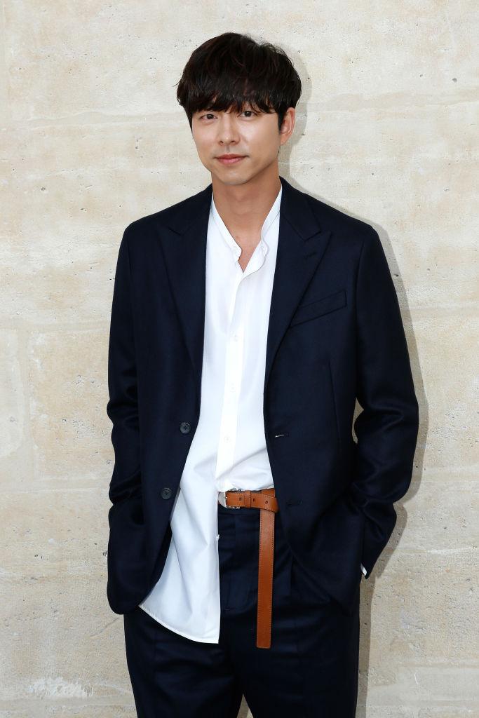 28歳のときに『コーヒープリンス1号店』(2007年)でブレイクした韓国のコン・ユ(41)。遅咲きながら、映画『新感染』(2016年)やドラマ『トッケビ』(2016年)でヒットを飛ばし、すっかりベテラン俳優に。スクリーン映えするスタイルのよさはもちろん、飾らない素顔で好感度もトップレベル! 10月9日に公開される、ベストセラー原作の映画『82年生まれ、キム・ジヨン』にも出演。